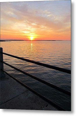 Metal Print featuring the photograph Sunrise On Charleston Sc Battery by Joetta Beauford