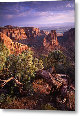 Sunrise On Independence Metal Print by Ray Mathis