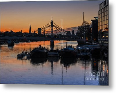Sunrise On The Thames Metal Print by Donald Davis