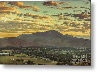 Sunrise Over Squaw Butte Metal Print by Robert Bales