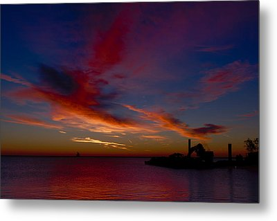 Metal Print featuring the photograph Sunrise Over The Port Of Milwaukee by Chuck De La Rosa