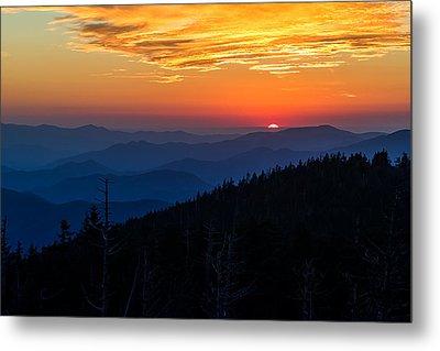 Sun's Last Peak Over The Blue Ridge Metal Print by Andres Leon