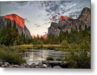 Sunset At Valley View Metal Print by Cat Connor
