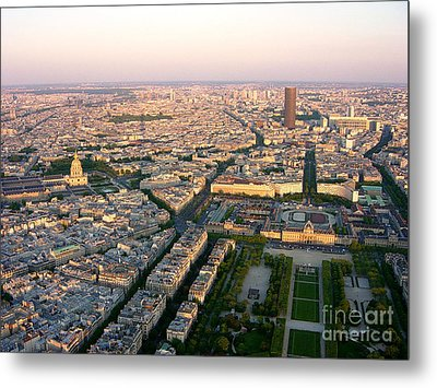 Metal Print featuring the photograph Sunset In Paris by Deborah Smolinske