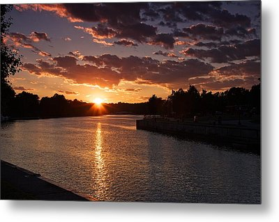 Metal Print featuring the photograph Sunset On The River by Dave Files