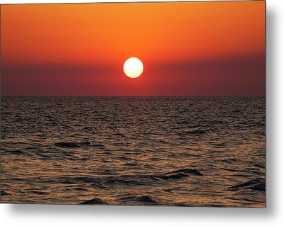 Sunset Over The Ocean Metal Print by Jim Edds