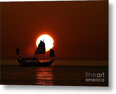 Metal Print featuring the photograph Sunset Sanpan by Shirley Mangini