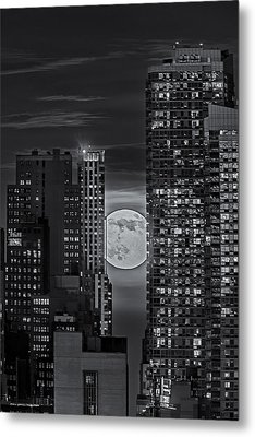 Super Moon Rises Over The Big Apple Bw Metal Print by Susan Candelario