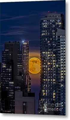 Super Moon Rises Over The Big Apple Metal Print by Susan Candelario