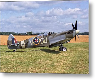 Metal Print featuring the photograph Supermarine Spitfire T9 by Paul Gulliver