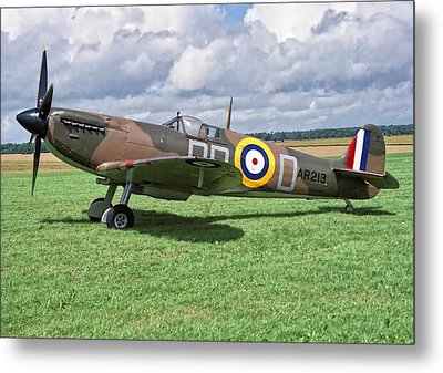 Metal Print featuring the photograph Supermarine Spitifire 1a by Paul Gulliver