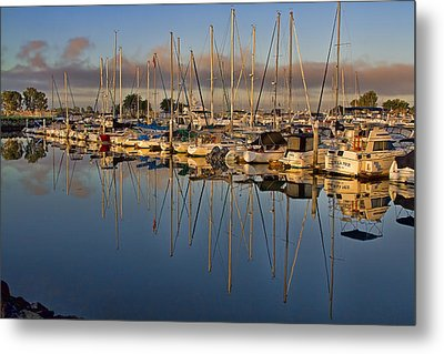 Metal Print featuring the photograph Sur La Mer by Gary Holmes