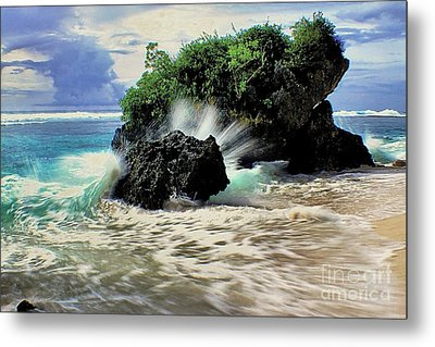 Surf Spray Metal Print