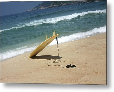Surfing In Rio Metal Print by Frederico Borges