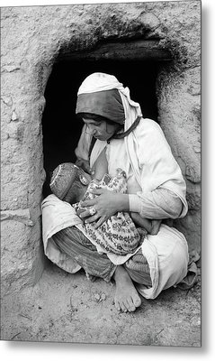 Syria Mother And Child Metal Print by Granger