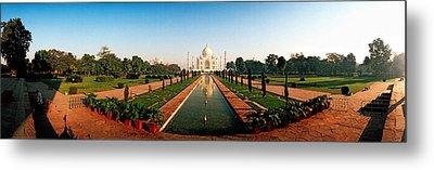 Taj Mahal, Agra, Uttar Pradesh, India Metal Print by Panoramic Images