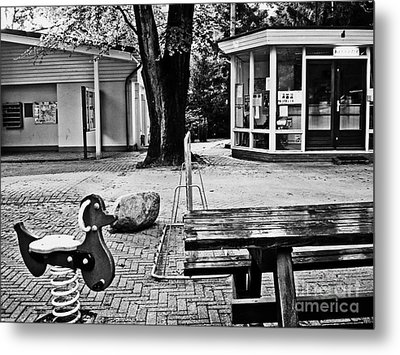 Metal Print featuring the photograph Taking A Break by Andy Prendy