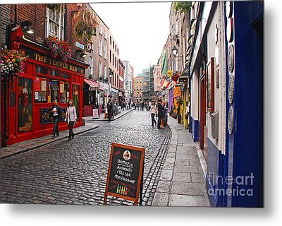 Metal Print featuring the photograph Temple Bar by Mary Carol Story