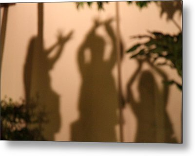 Thai Dancers - Panviman Chiang Mai Spa And Resort - Chiang Mai Thailand - 01131 Metal Print by DC Photographer