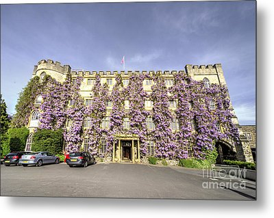The Castle Hotel  Metal Print by Rob Hawkins