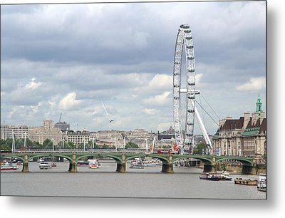 Metal Print featuring the photograph The Eye Of London by Keith Armstrong