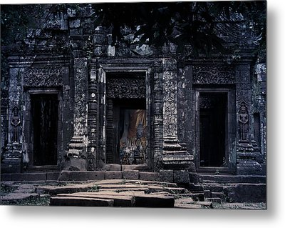 The Facade Of Sanctuary Metal Print by Nawarat Namphon