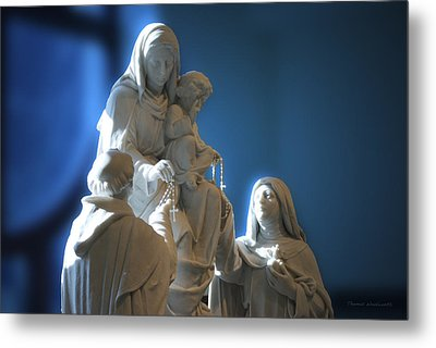 The Gift Of The Rosaries Statue Metal Print by Thomas Woolworth