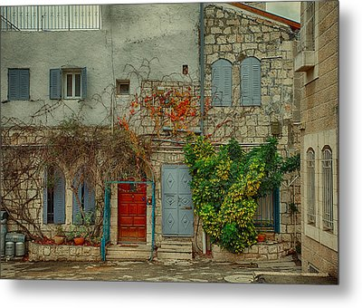 Metal Print featuring the photograph The Old Courtyard by Uri Baruch
