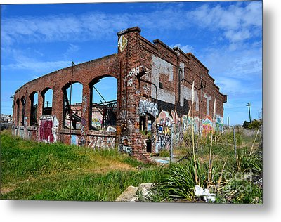 The Old Train Roundhouse At Bayshore Near San Francisco And The Cow Palace Metal Print by Jim Fitzpatrick