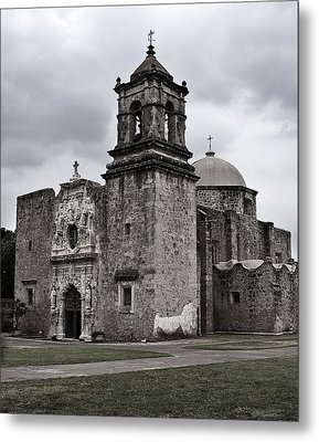 Metal Print featuring the photograph The Queen Of Missions II by Andy Crawford
