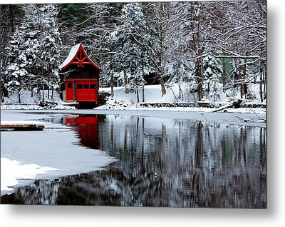 The Red Boathouse In Winter Metal Print by David Patterson