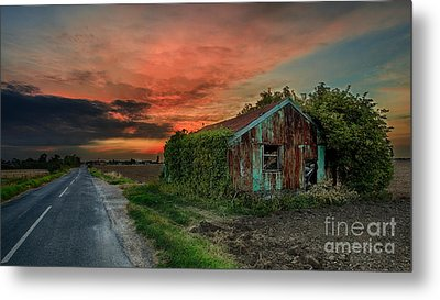 The Rustic Barn Metal Print by Pete Reynolds