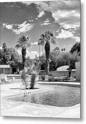 The Sandpiper Pool Bw Palm Desert Metal Print by William Dey