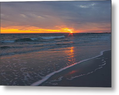 Metal Print featuring the photograph The Sunset Kissing The Waves by Jose Oquendo