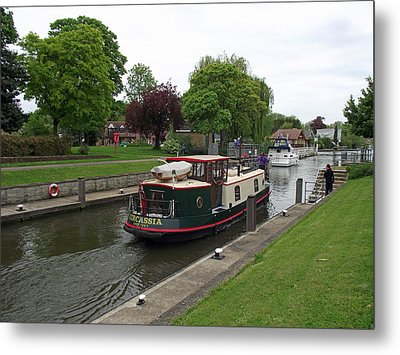 Metal Print featuring the photograph The Thames At Penton Hook Lock by Jayne Wilson
