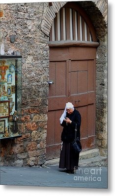 Metal Print featuring the photograph The Tourist by Theresa Ramos-DuVon
