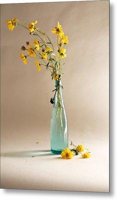 The Vase Metal Print by Mary Lee Dereske
