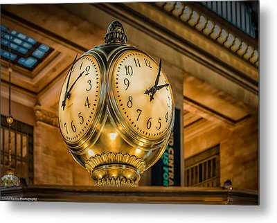 Metal Print featuring the photograph Timepiece At Grand Central Station New York by Linda Karlin