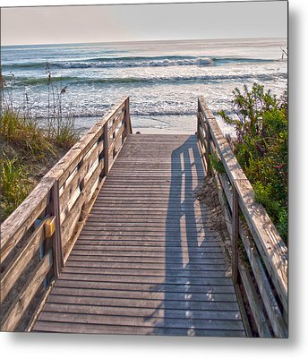 To The Beach Metal Print by Paulette B Wright
