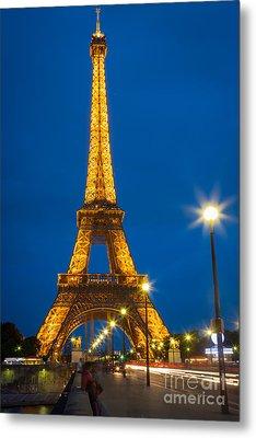 Tour Eiffel De Nuit Metal Print by Inge Johnsson