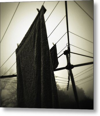 Towels  Metal Print by Les Cunliffe