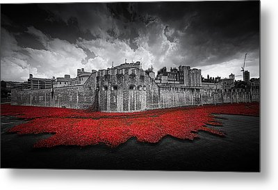 Tower Of London Remembers Metal Print by Ian Hufton