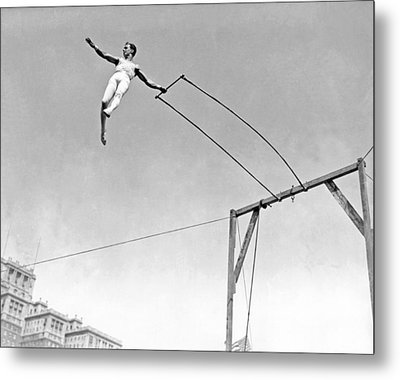 Trapeze Artist On The Swing Metal Print by Underwood Archives