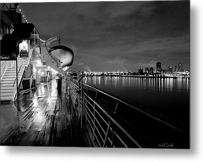 Tribute To Queen Mary Metal Print by Heidi Smith