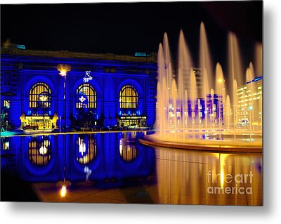Union Station And Fountain In Royal Blue Metal Print by Jean Hutchison