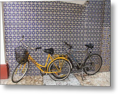 Two Bicycles At The Hotel Belmar Metal Print by Linda Queally