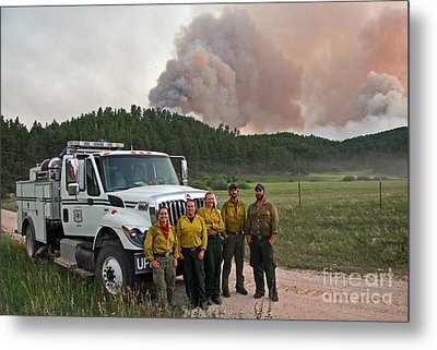 Umpqua Engine 25 On Myrtle Fire Metal Print by Bill Gabbert