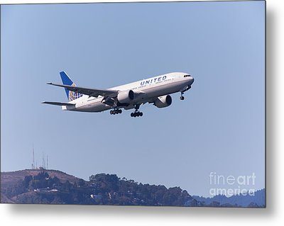 United Airlines Jet 5d29537 Metal Print by Wingsdomain Art and Photography