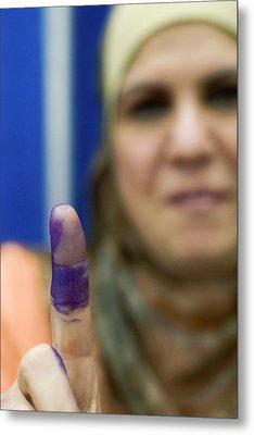 Us-resident Iraqi Votes In Iraq Election Metal Print