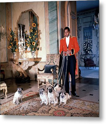 Valet Sydney Standing With The Duke And Duchess Metal Print by Horst P. Horst